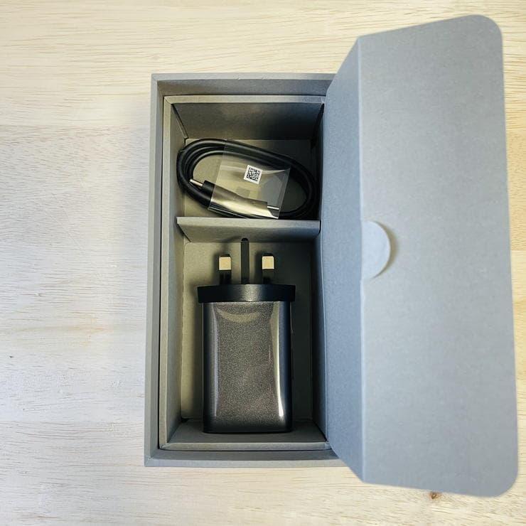 Zenfone8(ZS590KS)のパッケージ内充電器類