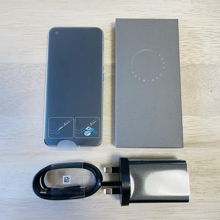 Zenfone8(ZS590KS)のパッケージ内一覧