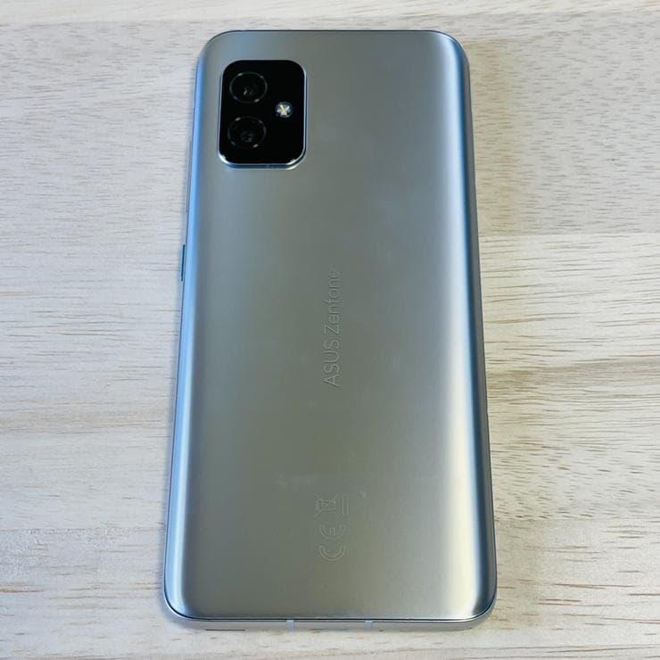 Zenfone8(ZS590KS)の本体背面
