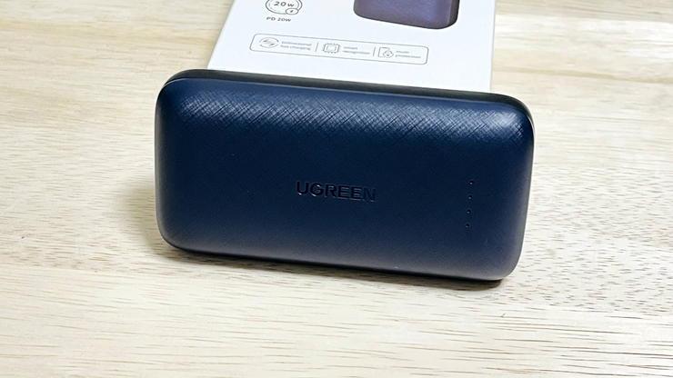 UGREENの10000mAhモバイルバッテリーのパッケージと本体